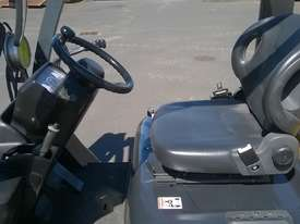 Nissan 3T Used LPG Forklift UGL02A30U - picture5' - Click to enlarge