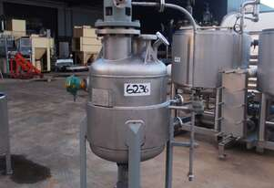 Pressure Vessel Tank (Stainless Steel Jacketed & Mixing), Capacity: 100Lt