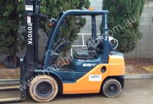 TOYOTA 2.5 TON 8 SERIES 32-8FG25 6M LIFT HEIGHT