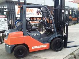 Toyota Forklift 8FG30 3 Ton 4.5m Lift Low Hrs $16999+ GST *Negotiable* - picture0' - Click to enlarge