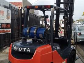 Toyota Forklift 8FG30 3 Ton 4.5m Lift Low Hrs $16999+ GST *Negotiable* - picture1' - Click to enlarge