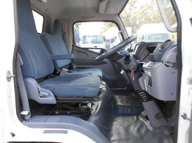 2015 Mitsubishi CANTER FE 515 PANTECH - picture13' - Click to enlarge