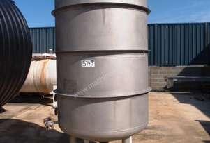 Stainless Steel Storage Tank (Vertical), Capacity: 2,500Lt