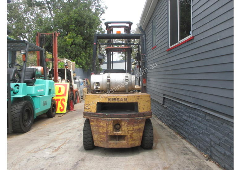 Nissan 2.5 ton, LPG Cheap Used Forklift