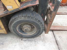 Nissan 2.5 ton, LPG Cheap Used Forklift - picture5' - Click to enlarge