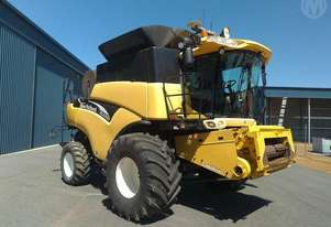 New Holland CR 970 & 42ft Honey Bee Front