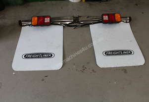 Freightliner   OUTRIGGERS