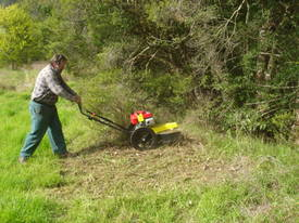 DCS 60 Traction Self-propelled Brushcutter - picture3' - Click to enlarge