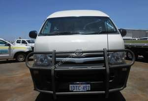 2011 Toyota Commuter automatic12/14 seat bus