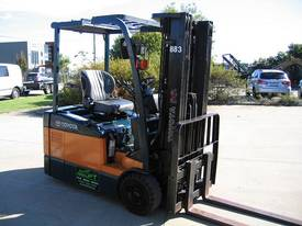 TOYOTA 3 Wheeler with Container Mast* LOW hours* - picture1' - Click to enlarge