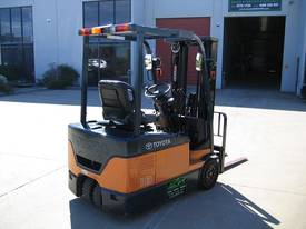 TOYOTA 3 Wheeler with Container Mast* LOW hours* - picture2' - Click to enlarge