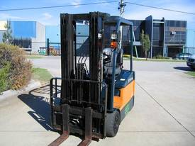 TOYOTA 3 Wheeler with Container Mast* LOW hours* - picture11' - Click to enlarge