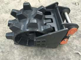 BETTA BILT BUCKETS 13 TONNE COMPACTION WHEEL - picture0' - Click to enlarge