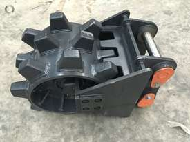 BETTA BILT BUCKETS 13 TONNE COMPACTION WHEEL - picture1' - Click to enlarge