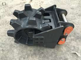 BETTA BILT BUCKETS 13 TONNE COMPACTION WHEEL - picture2' - Click to enlarge