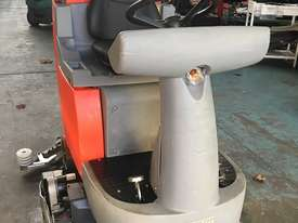 Hako Floor Sweeper Hakomatic  Ride On Scrubber B115 R Battery Electric - picture5' - Click to enlarge