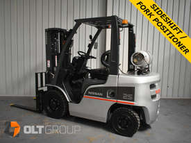 Nissan 2.5 ton forklift LPG 3 Stage Container Mast with Sideshift Hydraulic Fork Positioner - picture0' - Click to enlarge
