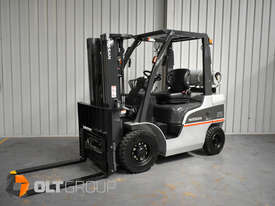 Nissan 2.5 ton forklift LPG 3 Stage Container Mast with Sideshift Hydraulic Fork Positioner - picture2' - Click to enlarge