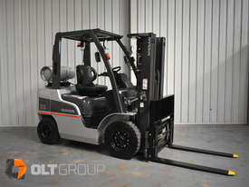 Nissan 2.5 ton forklift LPG 3 Stage Container Mast with Sideshift Hydraulic Fork Positioner - picture4' - Click to enlarge