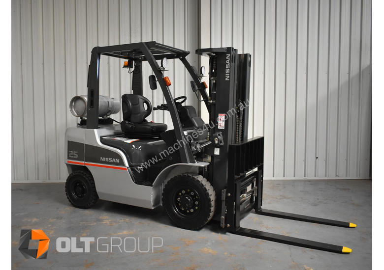 Nissan 2.5 ton forklift LPG 3 Stage Container Mast with Sideshift Hydraulic Fork Positioner