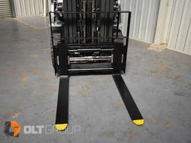Nissan 2.5 ton forklift LPG 3 Stage Container Mast with Sideshift Hydraulic Fork Positioner - picture5' - Click to enlarge