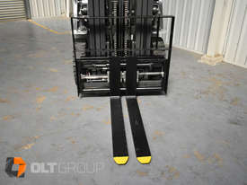 Nissan 2.5 ton forklift LPG 3 Stage Container Mast with Sideshift Hydraulic Fork Positioner - picture6' - Click to enlarge