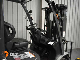 Nissan 2.5 ton forklift LPG 3 Stage Container Mast with Sideshift Hydraulic Fork Positioner - picture9' - Click to enlarge