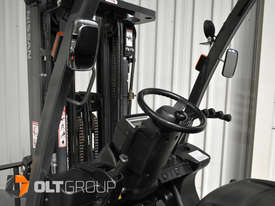Nissan 2.5 ton forklift LPG 3 Stage Container Mast with Sideshift Hydraulic Fork Positioner - picture14' - Click to enlarge