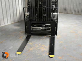 Nissan 2.5 ton forklift LPG 3 Stage Container Mast with Sideshift Hydraulic Fork Positioner - picture17' - Click to enlarge