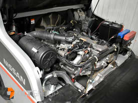 Nissan 2.5 ton forklift LPG 3 Stage Container Mast with Sideshift Hydraulic Fork Positioner - picture19' - Click to enlarge