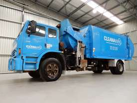 Iveco Acco 2350G Cab chassis Truck - picture0' - Click to enlarge