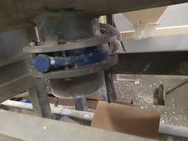 Mixer helix blades with variable forward and reverse speeed up to 45 rpm. Little usage. - picture1' - Click to enlarge