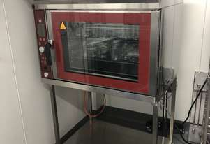 Humidified convection oven for bakery and pastry application