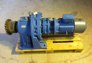 2007 7.5 KW Sumitomo Electric Reduction Drive Gearbox Ratio : 121 / Output Rpm : 12.1
