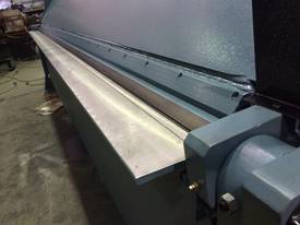 EPIC 3710 x 5.0mm Hydraulic Straight Blade Folder - picture3' - Click to enlarge
