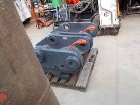 Quickhitch 45Ton Double Locking HE Suit ZX300 - picture6' - Click to enlarge
