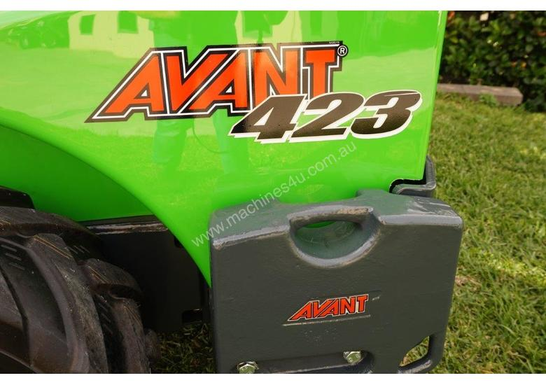 Avant 423 Mini Loader W/ Log Grab