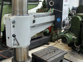 Z3032 x 10/1 Radial Arm Drilling Machine  - picture2' - Click to enlarge