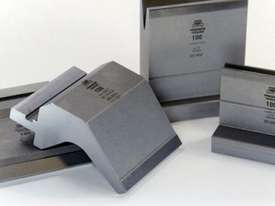 STEELMASTER Bottom Single 10mm Vee Tooling - US 20.43/35� V=10 R1,0 L.MM.835 - picture2' - Click to enlarge