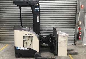 Crown RR5000 Reach Forklift Forklift