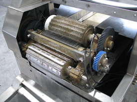Commercial Stainless Steel Food Shredder Cutter - picture4' - Click to enlarge