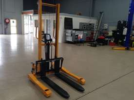 BRAND NEW Hangcha Manual stacker  - picture0' - Click to enlarge