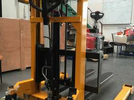 BRAND NEW Hangcha Manual stacker  - picture1' - Click to enlarge