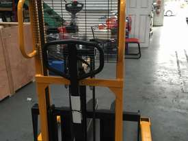BRAND NEW Hangcha Manual stacker  - picture2' - Click to enlarge