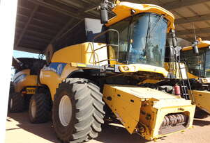 2009 New Holland CR9070 Combine - Base Unit Only
