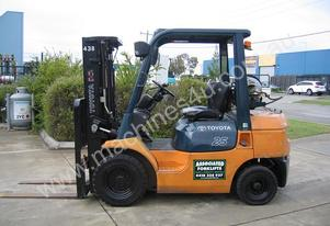 Toyota 2.5t LPG forklift  with Container Mast