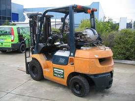 Toyota 2.5t LPG forklift  with Container Mast - picture12' - Click to enlarge