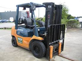 Toyota 2.5t LPG forklift  with Container Mast - picture13' - Click to enlarge
