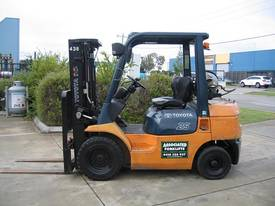 Toyota 2.5t LPG forklift  with Container Mast - picture14' - Click to enlarge