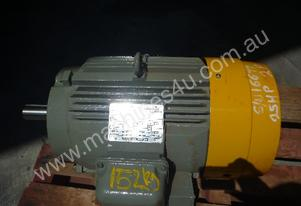 TOSHIBA 25HP 3 PHASE ELECTRIC MOTOR/ 2960RPM